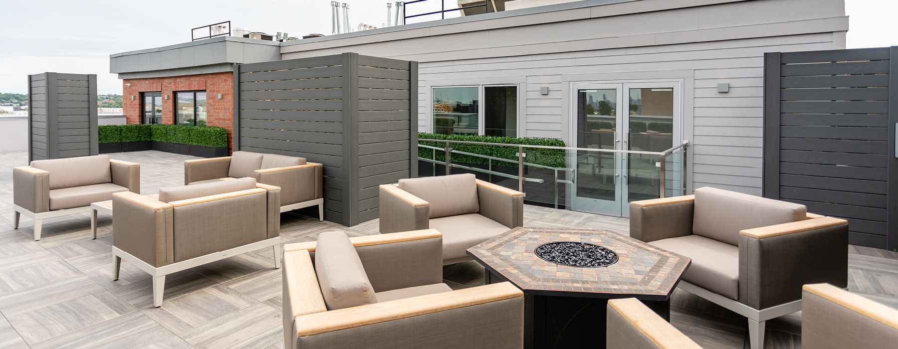Rooftop Deck with Sweeping Views of Manhattan & BBQ Grills